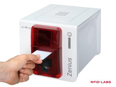Cette imprimante Evolis ZENIUS permet d'imprimer en couleur des cartes et des badges de controle d'accès