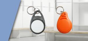 Deux types de porte clés RFID MIFARE® de contrôle d'accès dans une salle de fitness